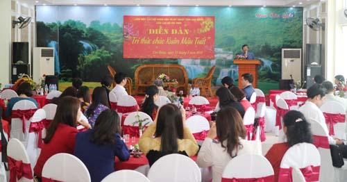 Đ/c Nguyễn Trung Thảo - Phó Chủ tịch UBND tỉnh phát biểu tại diễn đàn.