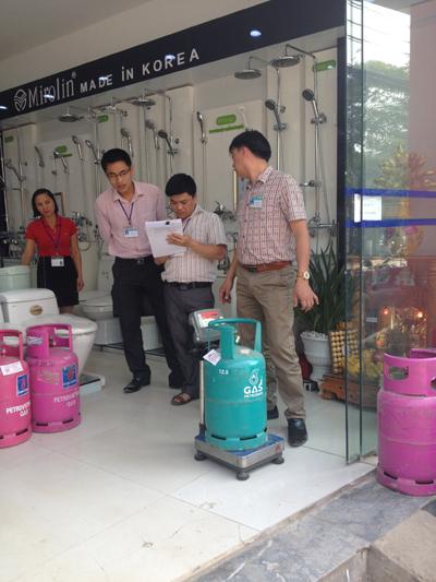 Sở KH&CN Cao Bằng tiến hành kiểm tra đo lường đối với các cơ sở kinh doanh gas.