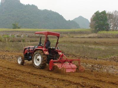 Đẩy mạnh cơ giới hóa trong sản xuất nông nghiệp.