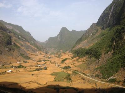 Thung lũng nằm trong công viên địa chất non nước Cao Bằng.