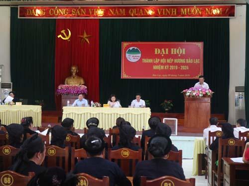 Đồng chí Hoàng Văn Cương - Phó Chủ tịch UBND huyện Bảo Lạc phát biểu tại Đại hội