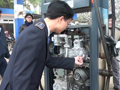Sở Khoa học và Công nghệ phối hợp với các đơn vị liên quan thanh tra, kiểm tra về tiêu chuẩn, đo lường chất lượng xăng dầu.