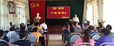 Tập huấn kỹ thuật chăn nuôi cho các thành viên.